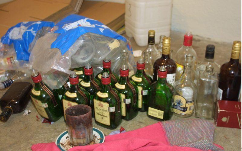 Reportan tres muertos más por alcohol adulterado