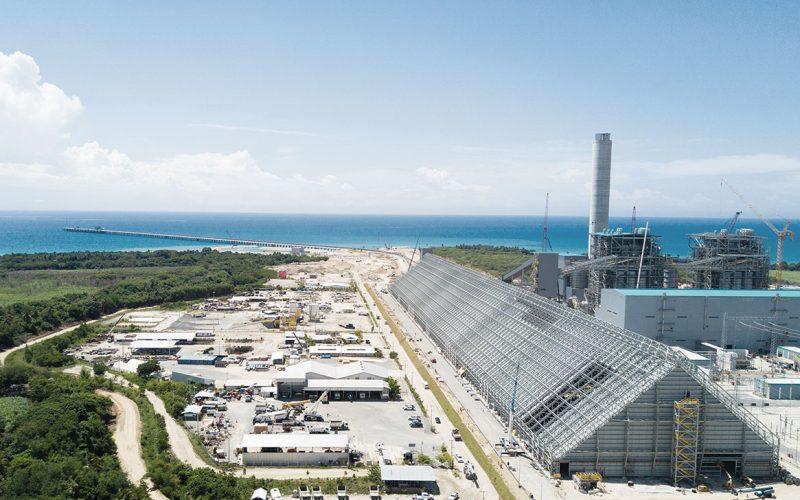 Punta Catalina genera menos electricidad y más contaminación por falta de materiales